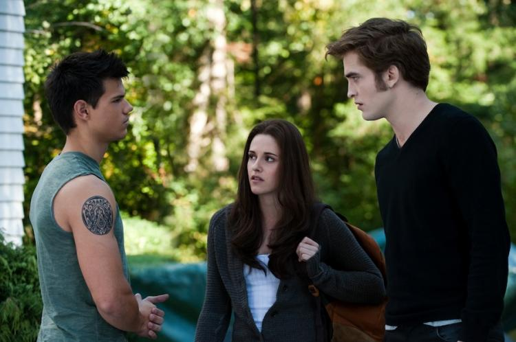 LOVE TRIANGLE: (L-R) Taylor Lautner, Kristen Stewart, and Robert Pattinson star in the 'Twilight Saga: Eclipse.' (Kimberley French/ Summit Entertainment )