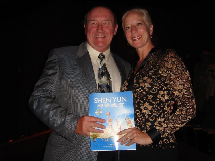 Nigel Burgoine and his wife at Stranahan Theater (The Epoch Times)