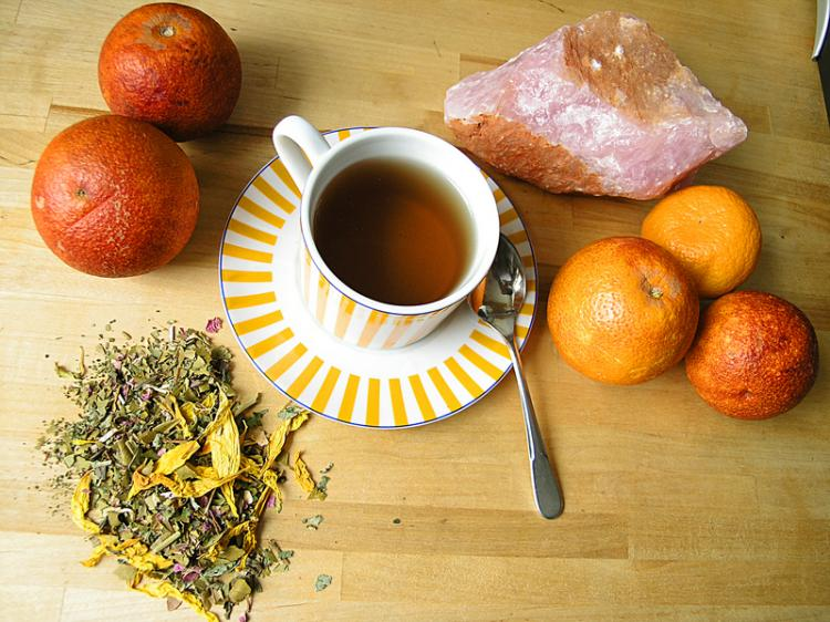 A coarsely chopped herbal mixture retains it inherent aromas. (J. Jelkic/The Epoch Times)