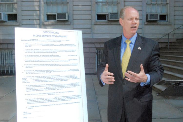 AG CANDIDATE: Republican attorney general candidate Dan Donovan explains the proposed affidavit that would be required from legislators giving grants of $5,000 or more to non-profit organizations as a part of his three-point transparency plan.   (Catherine Yang/The Epoch Times)