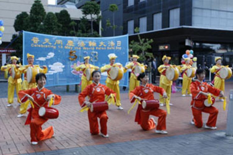 Falun Dafa day celebrations in Queen Elizabeth Square  (Jason Jia Epoch Times)