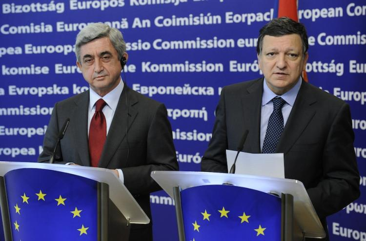 European Commission President Jose Manuel Barroso (R) and Armenian President Serzh Sarkisian give a press conference on May 26, after their bilateral meeting at EU headquarters in Brussels.  (John Thys/Getty Images)