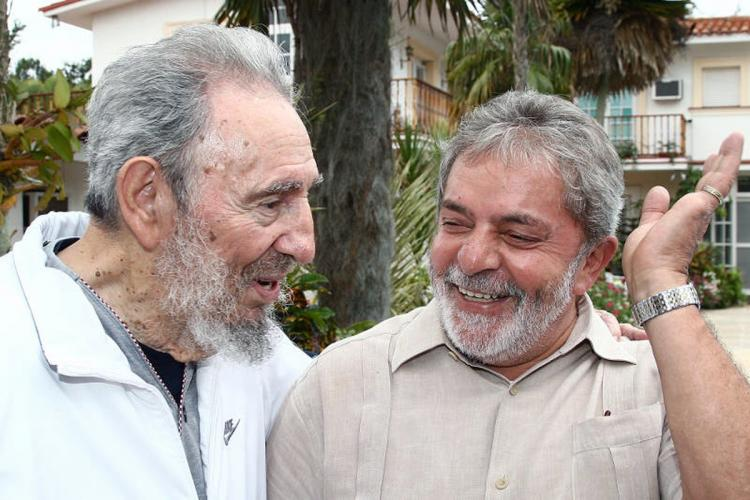 First Secretary of the Communist Party of Cuba Fidel Castro (R) speaks with Brazil's President Luiz Inacio Lula da Silva (R) during a private meeting on February 24, in Havana, Cuba.  (Ricardo Stuckert/Brazlian Presidency via Getty Images)