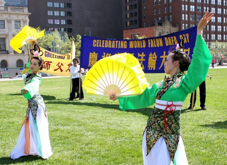 Falun Gong practitioners celebrate Falun Dafa Day on Parliament Hill in Ottawa in May 2009. (Samira Bouaou/Epoch Times)