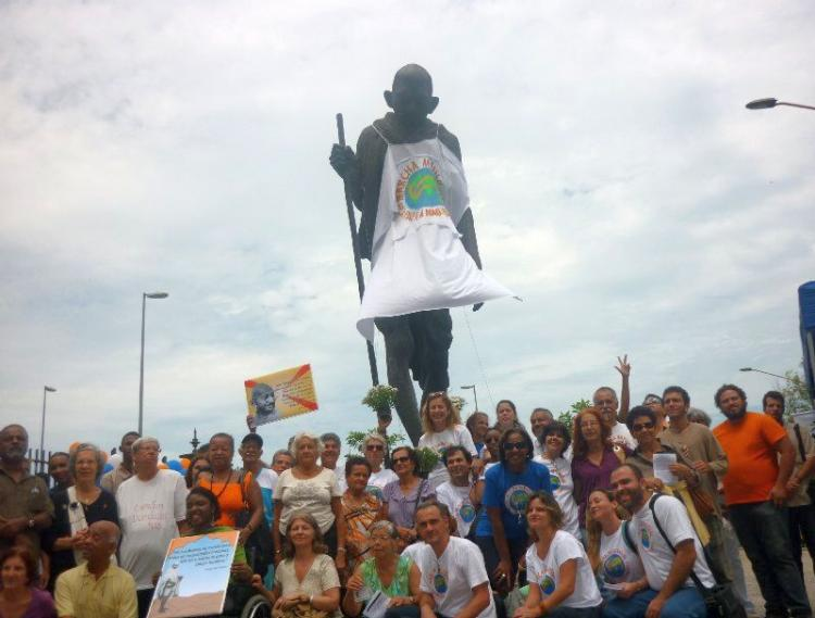 A statue of Gandhi was dressed in the World March's T-shirt at the rally.  (Felipe Santiago/The Epoch Times )