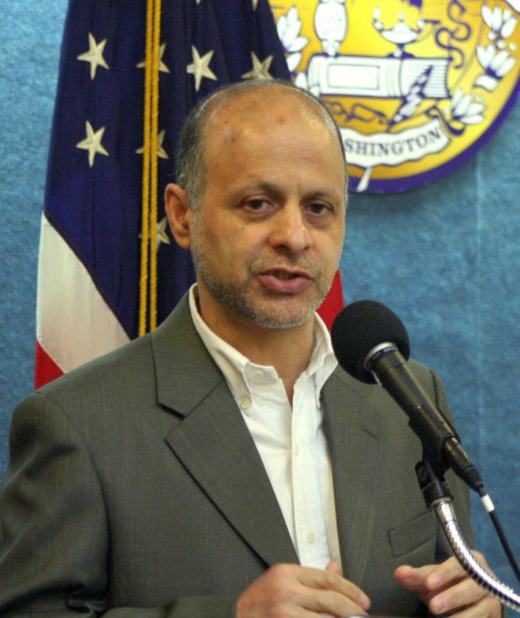 Prominent writer and journalist Akbar Ganji described the difficulties for journalists and democracy advocates in Iran. He spoke as a special guest of the National Press Club Newsmaker, in Washington, D.C., May 10. (Gary Feuerberg/The Epoch Times)