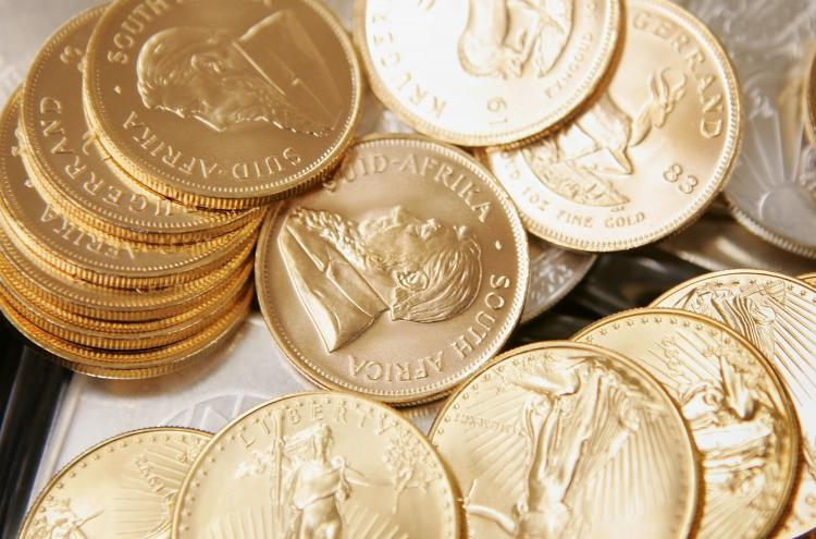 The recent stock plunge is leading many investors to commodities such as gold. (Scott Olsen/Getty Images)