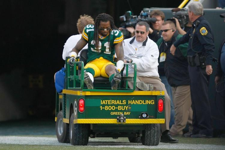 Green Bay Packers defensive linebacker Al Harris was taken out of Sunday's game with a season-ending knee injury. (Scott Boehm/Getty Image )