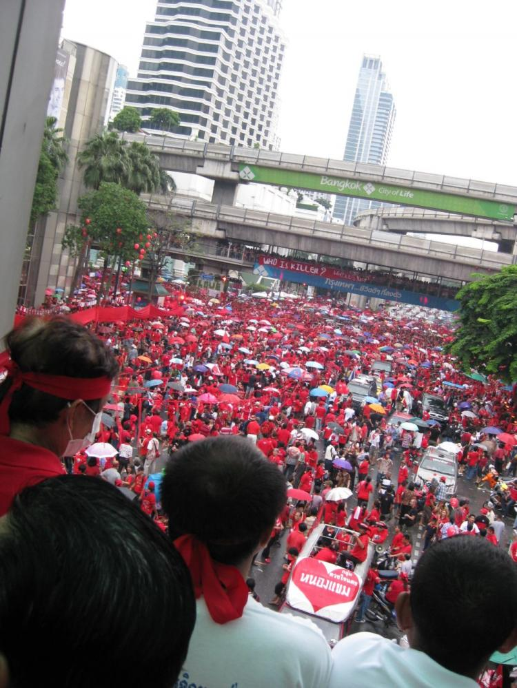 Red shirts rally in central Bangkok to remember the 2006 military coup which ousted  former Thai prime minister Thaksin Shinawatra.  (James Burke/The Epoch Times)