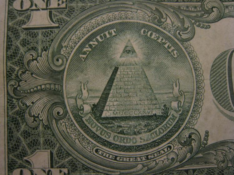 The Great Seal of the United States, printed on the American dollar bill, has a 13-level pyramid. (Stephanie Lam/The Epoch Times)