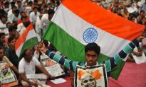 Thousands Fast in India to Fight Corruption