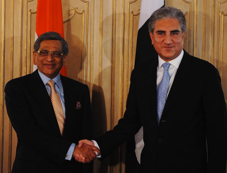 Pakistan's Foreign Minister Shah Mehmood Qureshi (R) and Indian Foreign Minister  S.M. Krishna met in Islamabad on Thursday to resume bilateral peace talks for the first time since the Mumbai bloodshed in 2008. (Amir Qureshi/Getty Images)