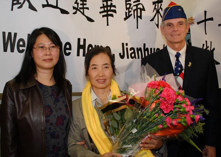 Falun Gong practitioner Jianhua Lu (C) is greeted at the San Jose International Airport Wednesday, Nov. 11 by sister Stephanie (L) and San Jose Mayor Chuck Reed. Ms. Lu suffered years of persecution at the hands of the Chinese communist regime because of her spiritual beliefs. (Gary Wang/The Epoch Times)