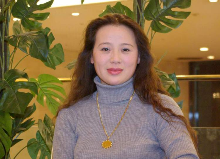 Ms. Ma, graduate of the Chinese Opera Research Institute of Shaanxi Province, China, teaches voice in Japan. She watched the show for the first time and had a hard time containing her joy. (Zhang Qirui / The Epoch Times)