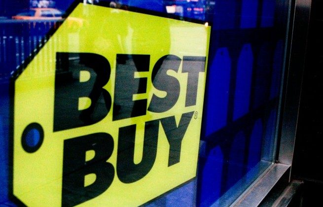 Best Buy on the corner of 23rd Street and Sixth Avenue on Thursday. (Tara MacIsaac/The Epoch Times)