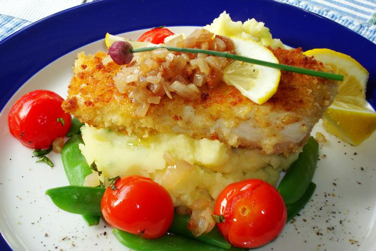Grilled halibut with mashed potatoes and shallots, steamed sugar snap peas, and roasted cherry tomatoes.(Sandra Shields/The Epoch Times)
