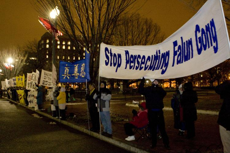 Falun Gong protesters stand outside the White House during the formal welcoming ceremonies, Jan. 19, for Chinese communist chief Hu Jintao.  (Lisa Fan/The Epoch Times)