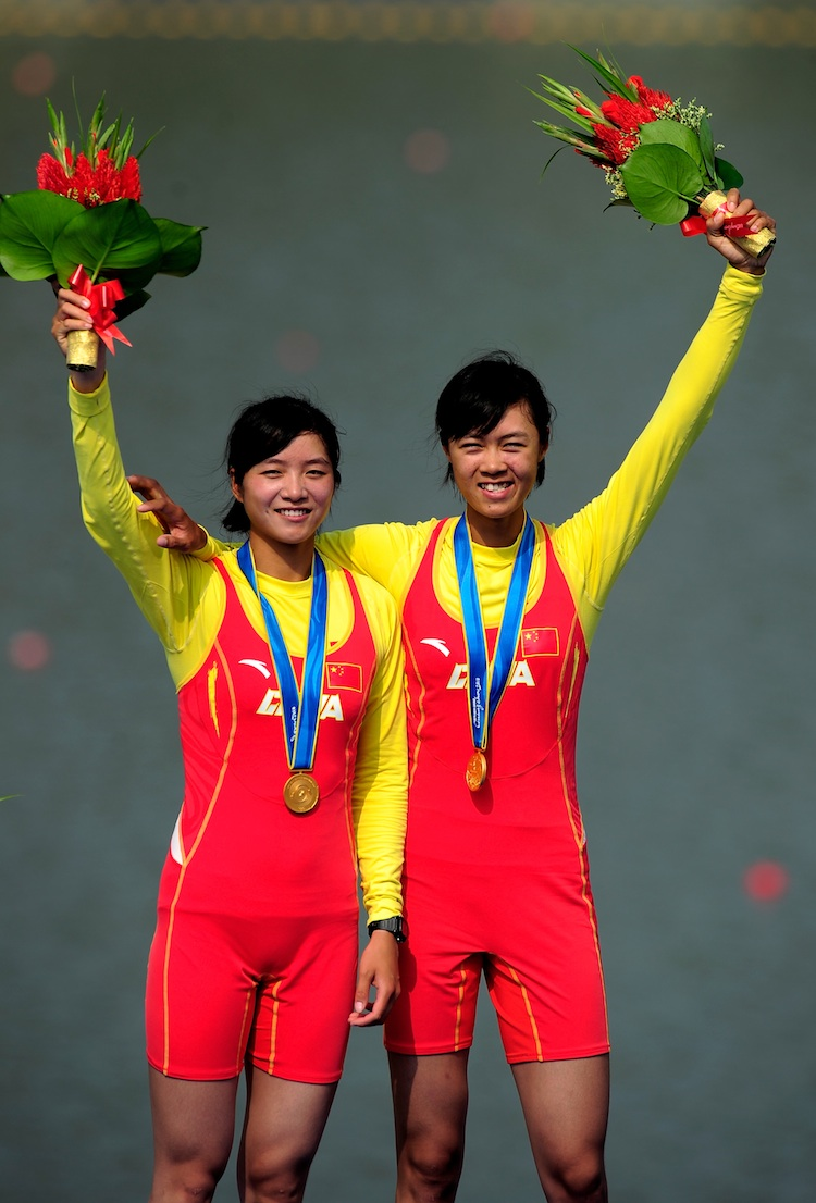 Rowers Wenyi Huang and Feihong Pan of China