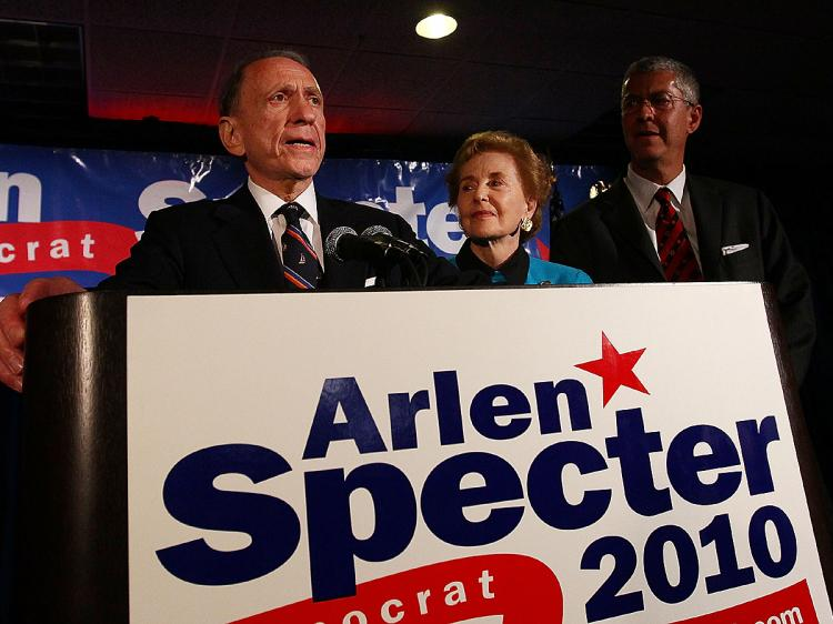(L-R) Five-term senator Arlen Specter concedes defeat at a primary night gathering of supporters and staff with his wife Joan Specter and son Shanin Specter May 18, 2009 in Philadelphia, Pennsylvania. (Win McNamee/Getty Images)