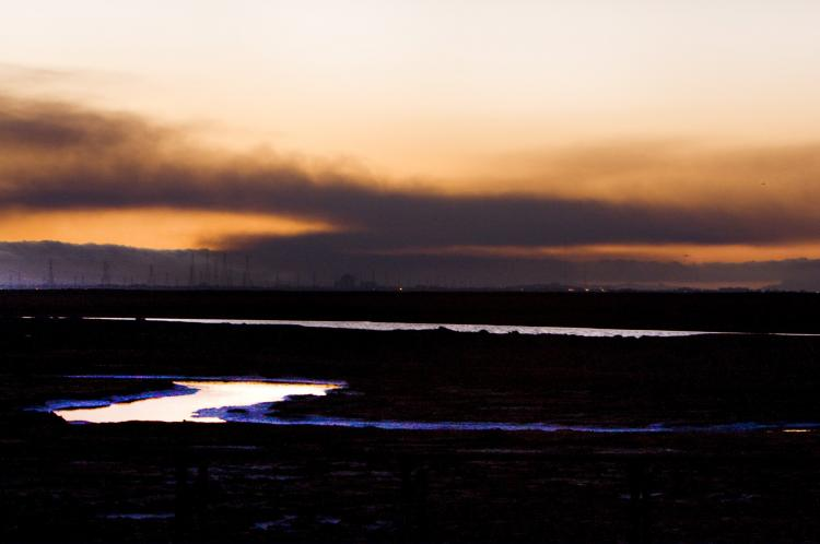 A miles-long cloud of black smoke hovers over the city of San Bruno, Calif. Thursday night. (Youzhi Ma/The Epoch Times)