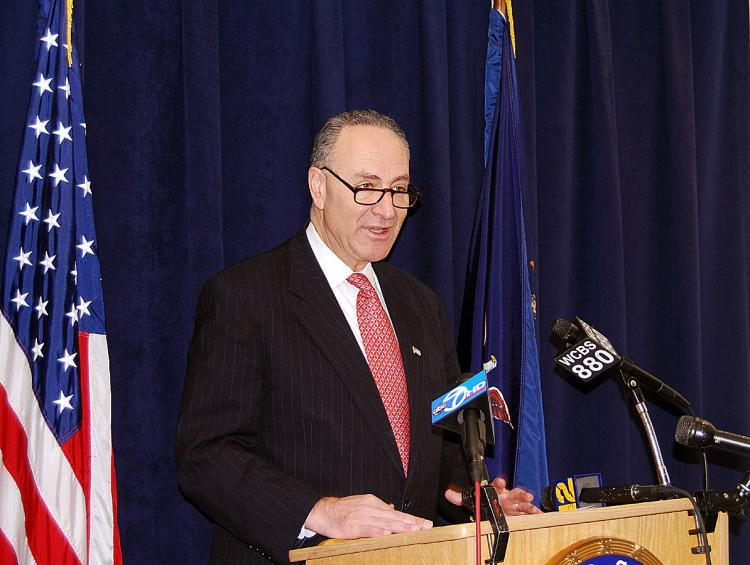 UNSAFE PRODUCTS: Sen. Charles Schumer introduced a new legislation on Feb. 14 that will safeguard consumers from purchasing products subject to recalls. (Catherine Yang/The Epoch Times)