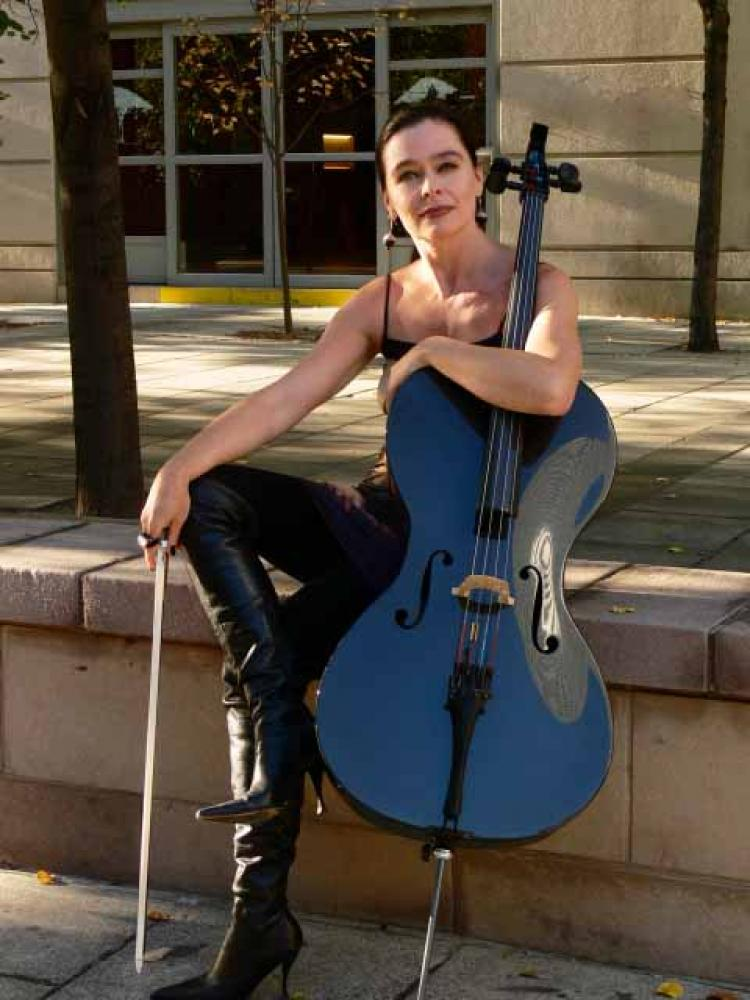 Cellist Shauana Rolston will play in Ottawa for the first time at Chamberfest 2008. (Ottawa Chamber Music Society)