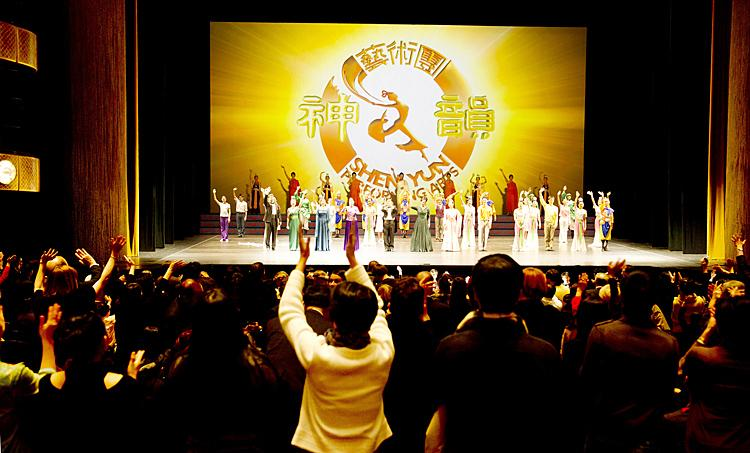 The audience gives Shen Yun a standing ovation following the company's Jan. 13 performance at Lincoln Center's David Koch Theatre in New York City. (Dai Bing/Epoch Times Staff)