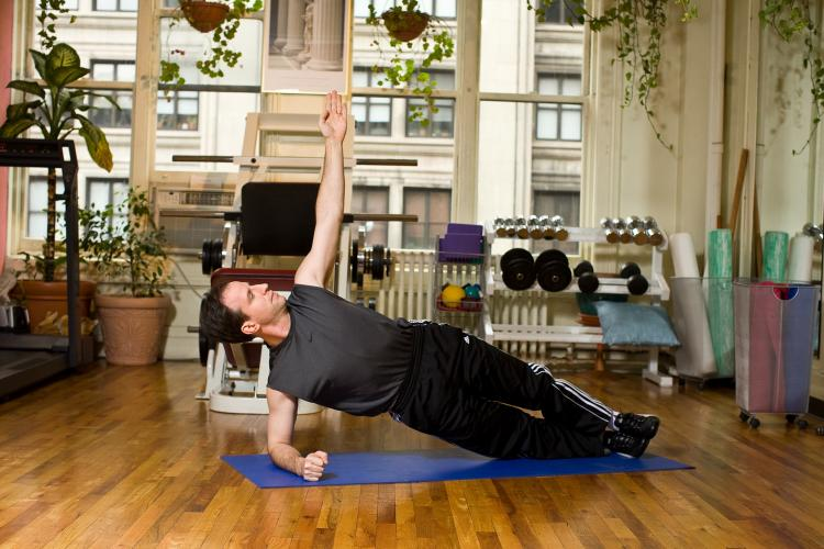 Improve your posture and tone your waist by practicing the side plank. (Henry Chan/The Epoch Times, Space Courtesy of Fitness Results)