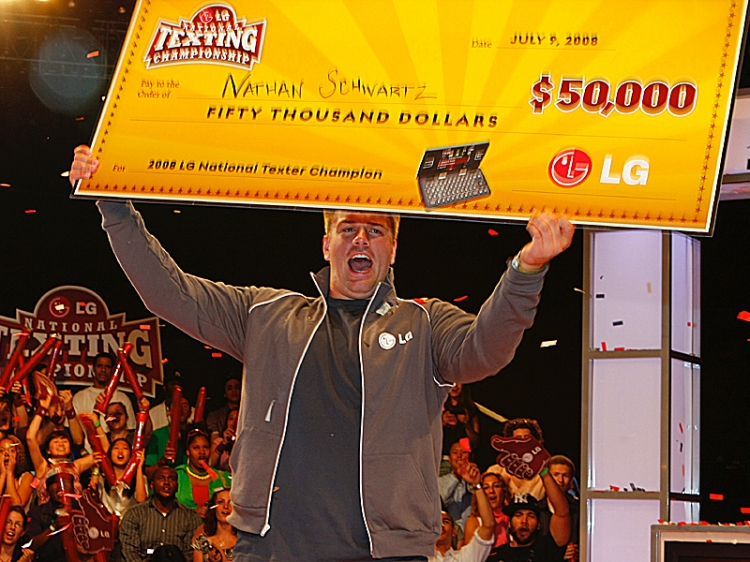 FASTEST FINGERS: Nathan Schwartz, 20, of Ohio holds his check for $50,000 after winning the LG National Texting Competition on Wednesday. (Edward Dai/The Epoch Times)