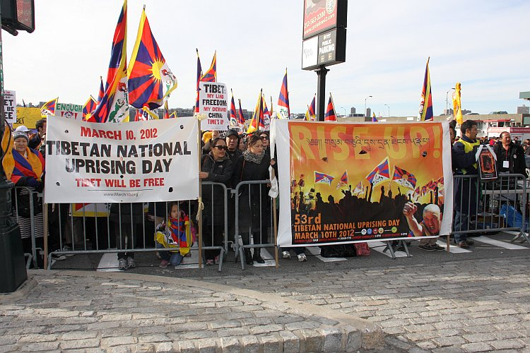 Tibetans and supporters appeal for Tibetan independence