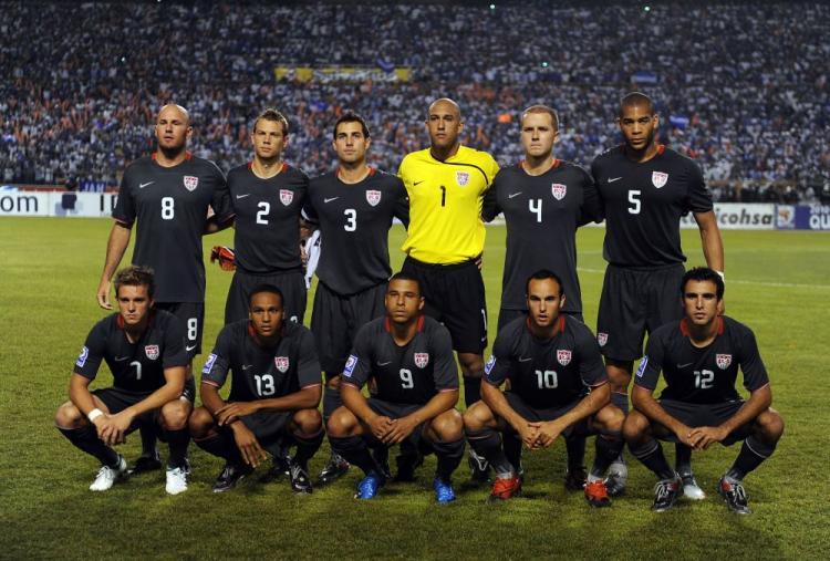 qu mens soccer team - 750×507