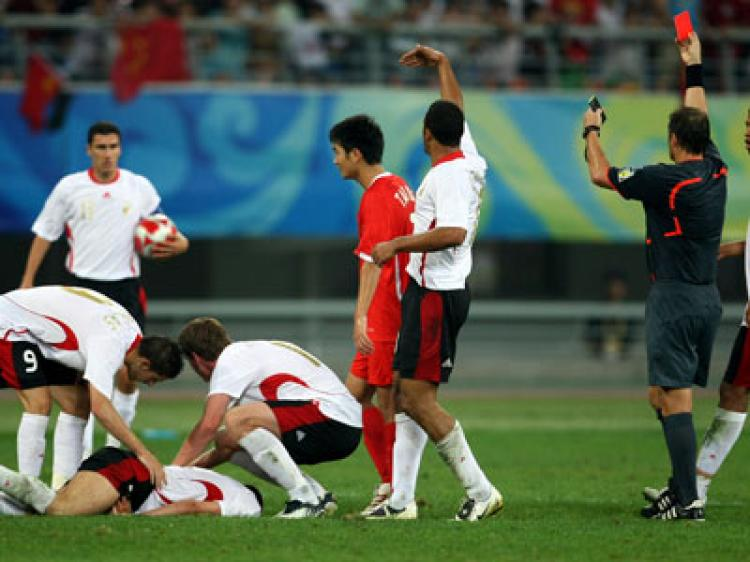 Referee Hector Baldassi of Argentina shows Wangsong Tan of China the red card (Baron/Bongarts/Getty Images)