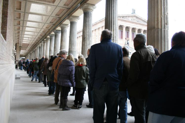 UNSTOPPABLE: A 1,312 feet line, a three-hour wait, and rainy weather couldn't stop the roughly 8,000 Berliners who visited the Neues Museum for its historic reopening day. (Rosemarie Fruehauf/The Epoch Times)