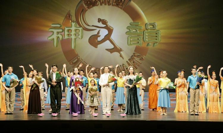 The curtain call at the end of DPA's performance in Atlanta on Dec. 19. (The Epoch Times)