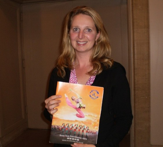 Lucy Czesak, attends Shen Yun Performing Arts at Chicago's Civic Opera House, on April 22. (The Epoch Times)