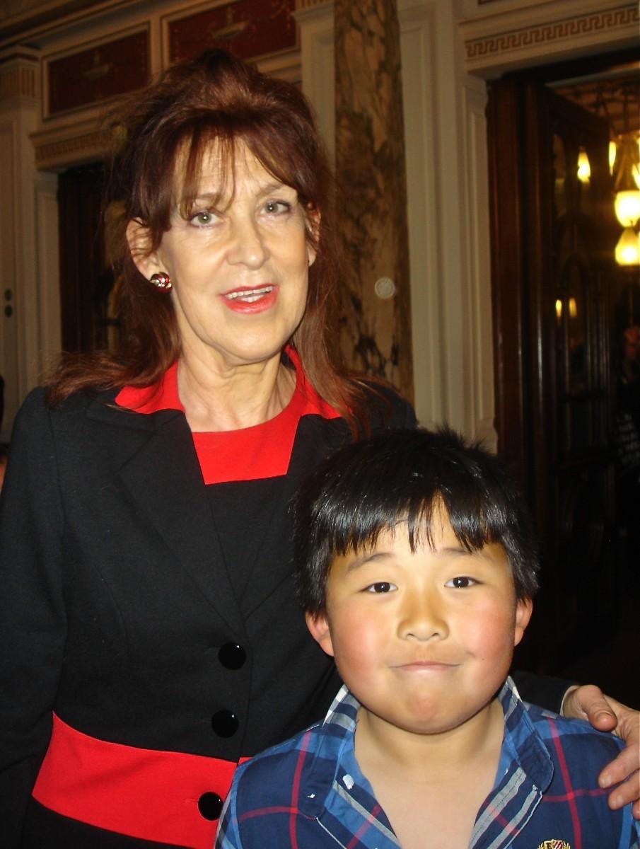 Banker Mary O'Mahony praised  Shen Yun