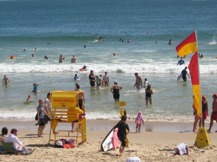 Australians flock to beaches to keep cool.