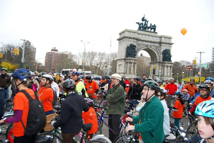 SUNDAY RIDE: Cyclists gathered at Grand Army Plaza on Sunday morning to participate in the 'We Ride the Lanes' event held at Prospect Park West bike lane. (Catherine Yang/The Epoch Times)