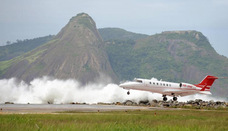 A plane lands at Santos Dumond domestic airport in Rio de Janiero on April 9, 2010, as unusual waves hit the shores of Guanabara Bay. (Vanderlei Almeida/Getty Images)