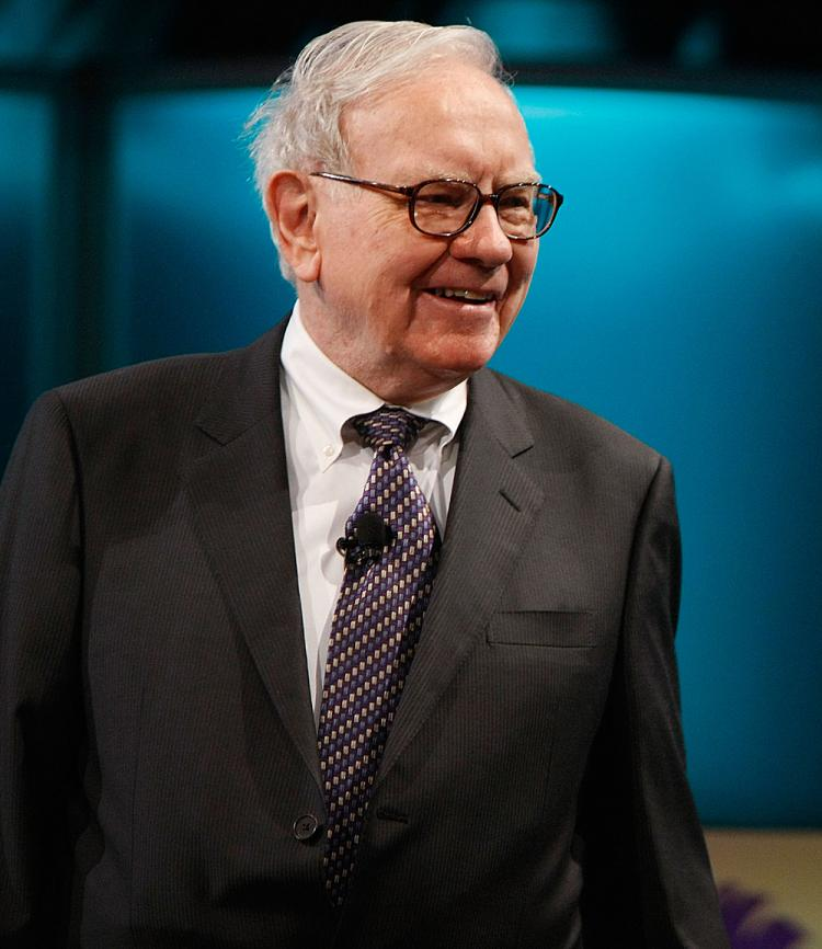 Businessman Warren Buffett speaks at the 2008 Women's Conference at the Long Beach Convention Center. (Michael Buckner/Getty Images)