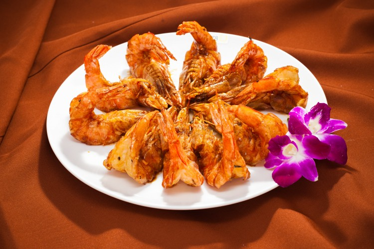Cantonese dry fried king prawn in soy sauce. Stir-fried quickly on high heat, king prawns are cooked in a small amount of seasoned oil before sauces are added. (Edward Dai/The Epoch Times)