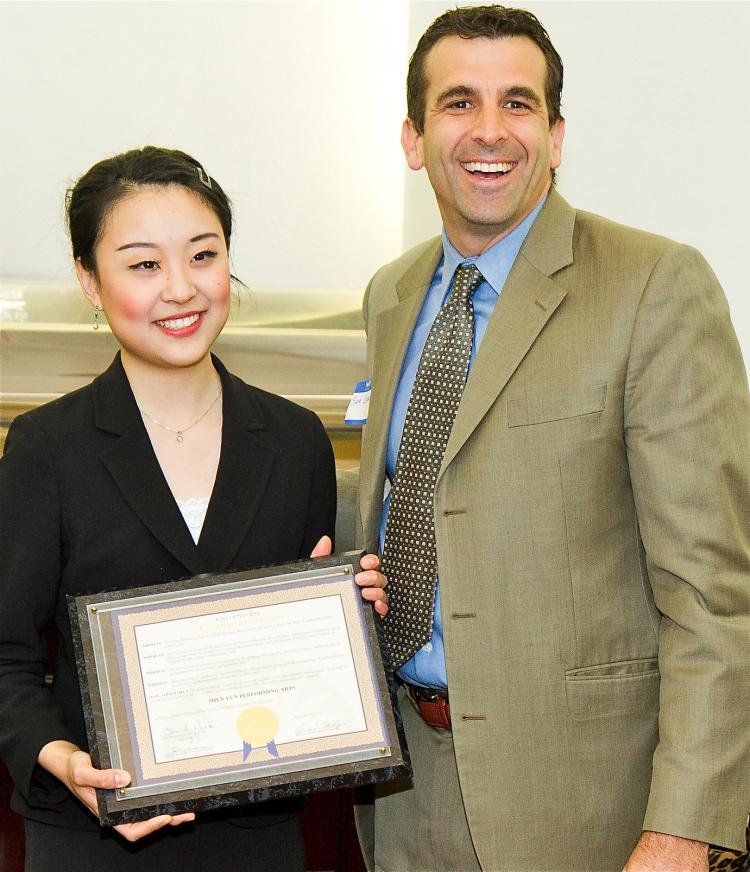 San Jose City Councilmember Sam Liccardo (R) presents a commendation to Kelly Wen, one of the two masters of ceremonies for Shen Yun Performing Arts New York Company.  (Jan Jekielek/The Epoch Times)