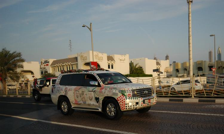 Cars decorated to celebrate National Day on Dubai, Jumeirah Beach Road.   (M. Kawakami)