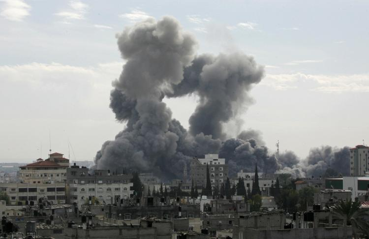RAFAH : Smoke billows from the Gaza Strip following Israeli air strikes, as seen from the southern town of Rafah on December 27, 2008. (Said Khatib/AFP/Getty Images)