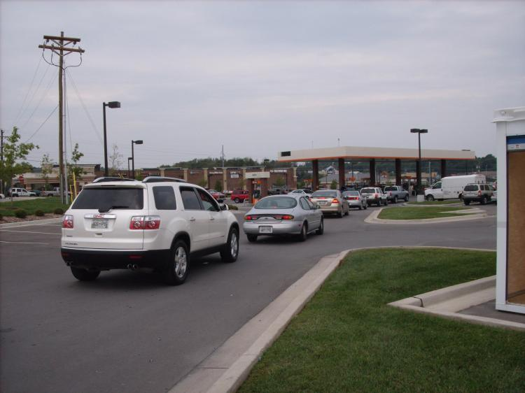 Long lines at the Home Depot gas station in Smyrna, TN on September 20. (The Epoch Times)