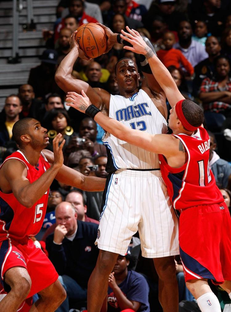 Dwight Howard carried the Orlando Magic to a 93-76 win against the Atlanta Hawks on Thanksgiving night at the Philips Arena. (Kevin C. Cox/Getty Images)