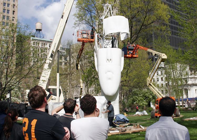UNDER CONSTRUCTION: Crane operators install a 44-foot-tall sculpture in Madison Square Park on Tuesday. (Zack Strieber/The Epoch Times)