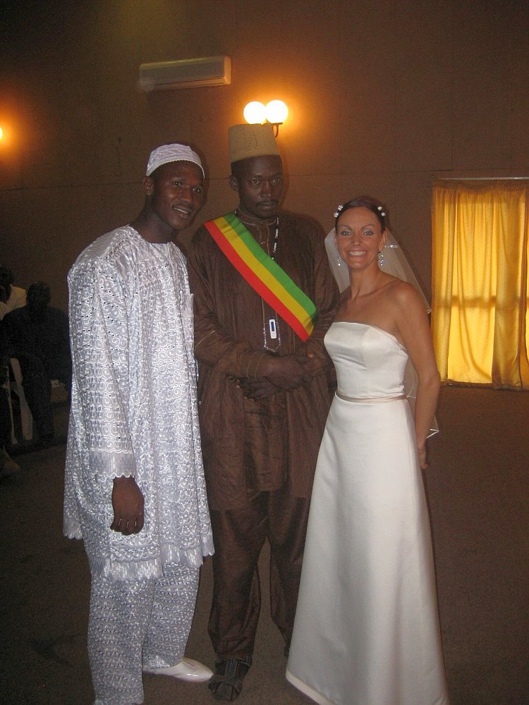Lainie Towell and Fodé Mohamed Soumah (L) on their wedding day in Guinea, West Africa