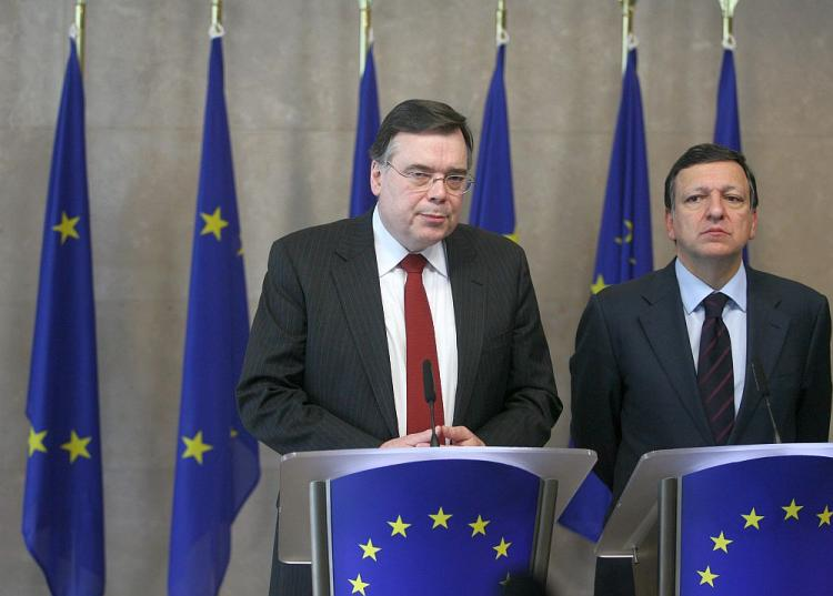 European Commission President Jose Manuel Barroso (R) and Iceland Prime Minister Geir Haarde hold a press conference on Feb. 27, 2008, after their bilateral meeting at the EU headquarter in Brussels.  (Thierry Monasse/AFP/Getty Images)