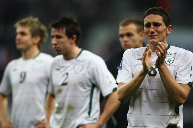 DESERVED BETTER: Ireland's Keith Andrews (right) applauds the fans as he walks off the field.  (Michael Steele/Getty Images)